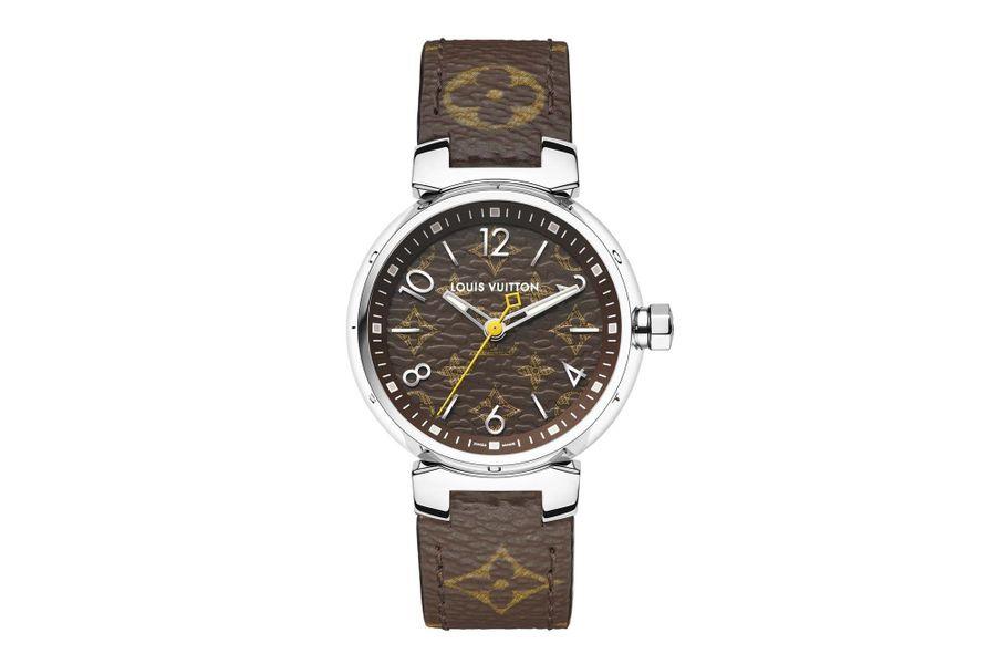 Tambour Monogram en acier, 28 mm de diamètre, mouvement à quartz, bracelet en toile de Monogram. Louis Vuitton. 2300 €.