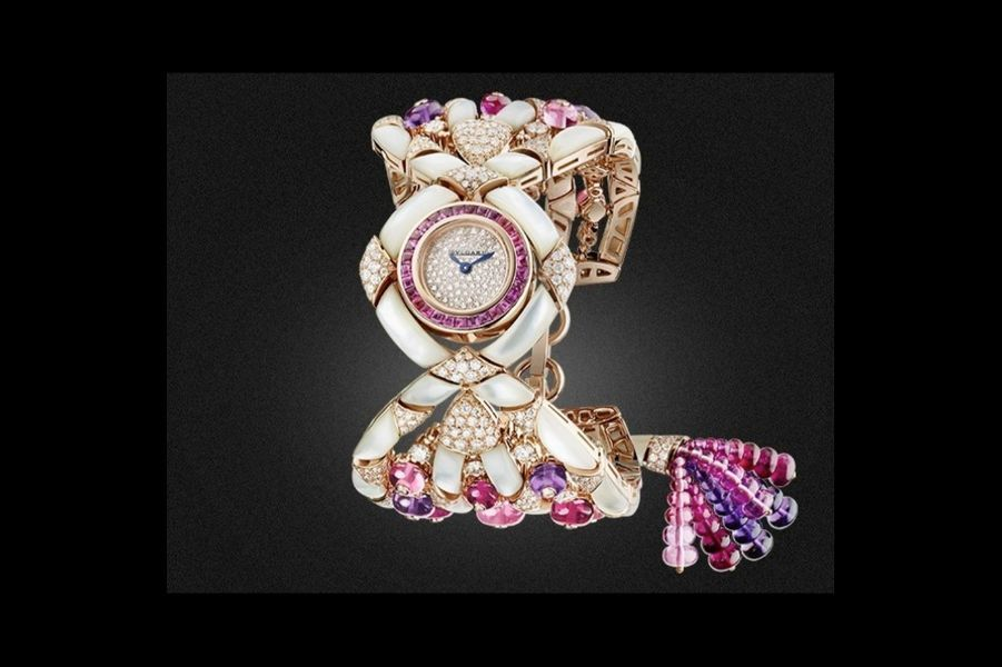 «Gemma» en or rose, nacre, diamants, tourmalines, améthystes et rubellites, mouvement à quartz, Bulgari. 240 000 €.