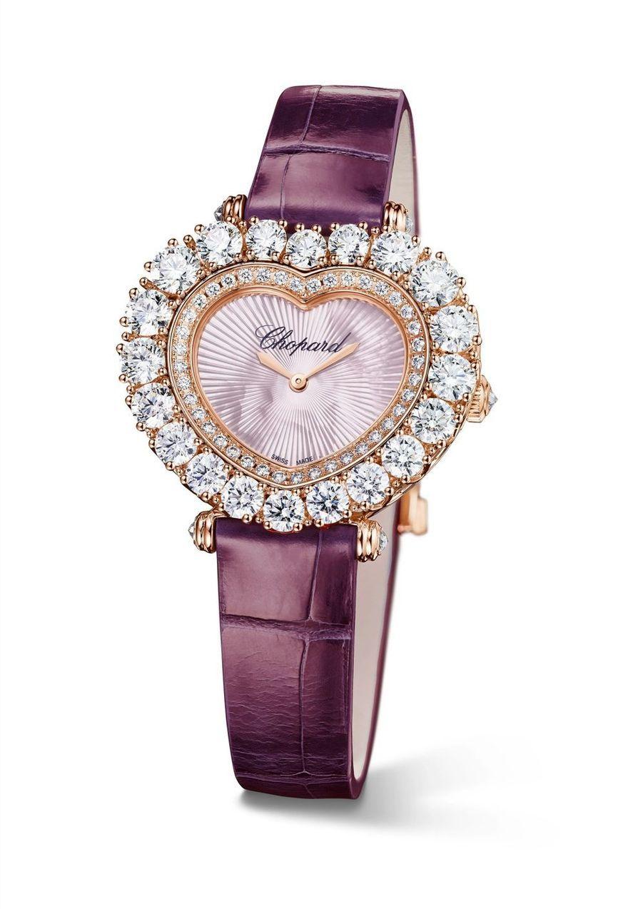 L'Heure du Diamant en or rose, lunette sertie de diamants, cadran en nacre bracelet en alligator. Chopard 61 500 €.