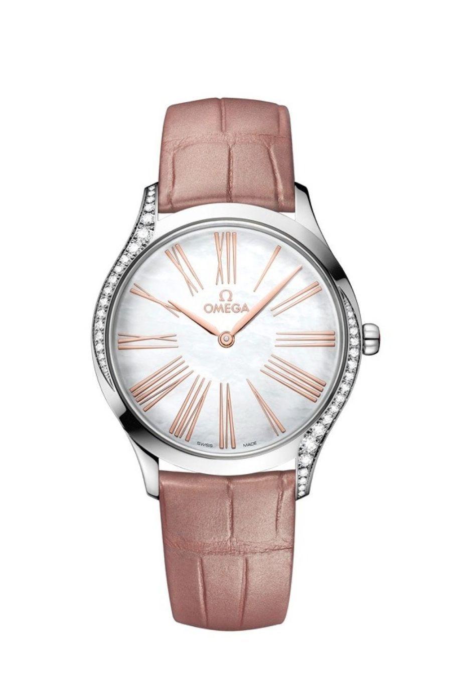 Trésor en acier, lunette partiellement sertie de diamants, cadran en nacre, bracelet en alligator, Omega. 4 100 €.