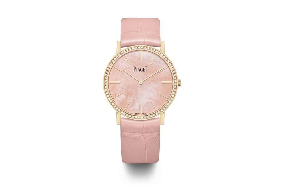Altiplano en or rose, lunette en diamants, cadran en nacre, bracelet en alligator, Piaget. 24600 €.