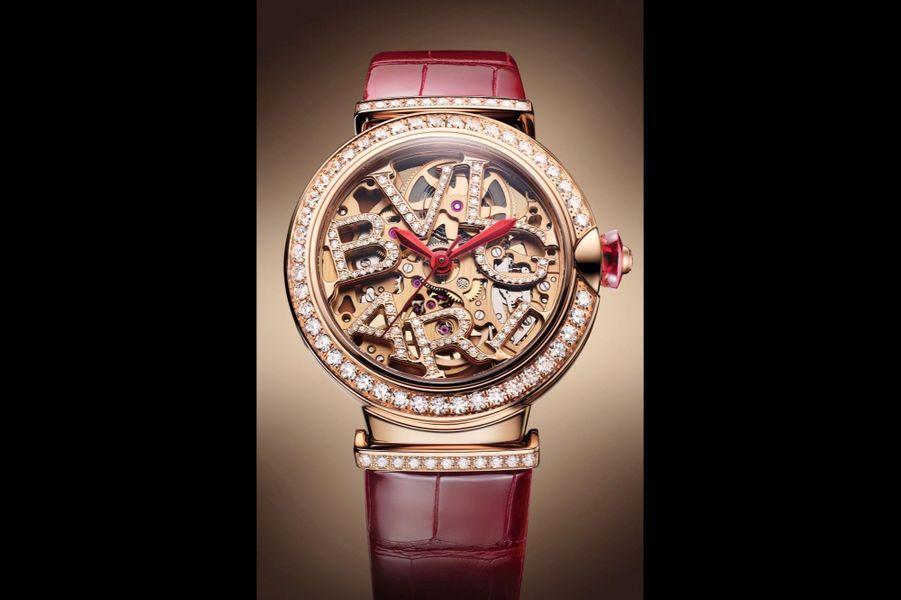 Lvcea en or rose, lunette et attaches serties de diamants, 33 mm de diamètre, mouvement squelette automatique, bracelet en alligator, 33000 €. Bulgari.