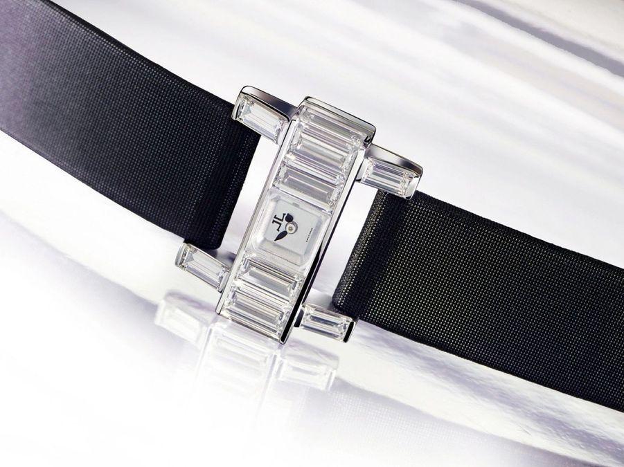 101 Etrier en or gris et diamants taille baguette, mouvement à remontage manuel, 14 mm x 4,8 mm. 71 000 €. Jaeger-LeCoultre.