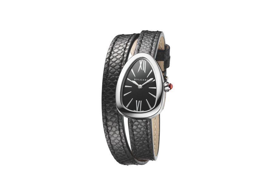 Serpenti Skin en acier, mouvement à quartz, bracelet double tour en cuir Karung. 3 950 €. Bulgari.