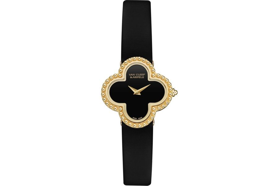 Vintage Alhambra en or jaune, mouvement à quartz, bracelet en satin. 6 900 €. Van Cleef and Arpels.