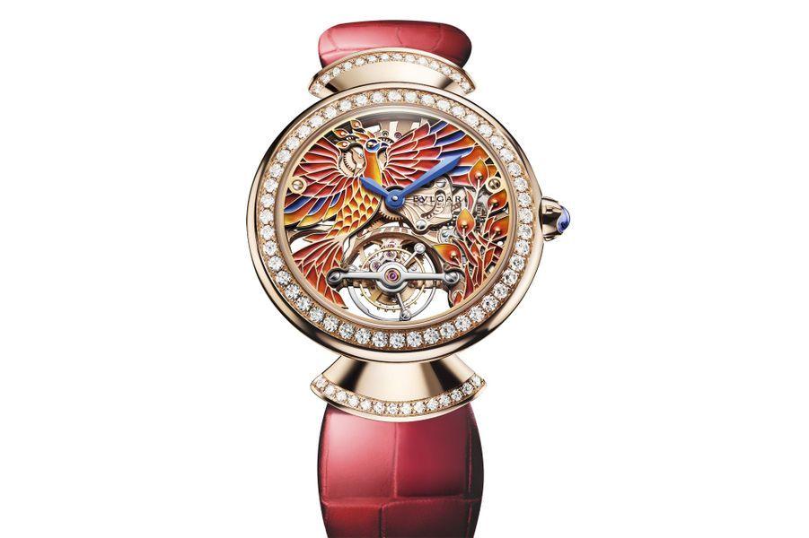 Diva's Dream en or rose, lunette et attaches serties de diamants, 37 mm de diamètre, cadran squelette décoré à la main avec une peinture miniature représentant un Phénix, mouvement à remontage manuel avec échappement à tourbillon, bracelet en alligator. 143 000 €. Bulgari.