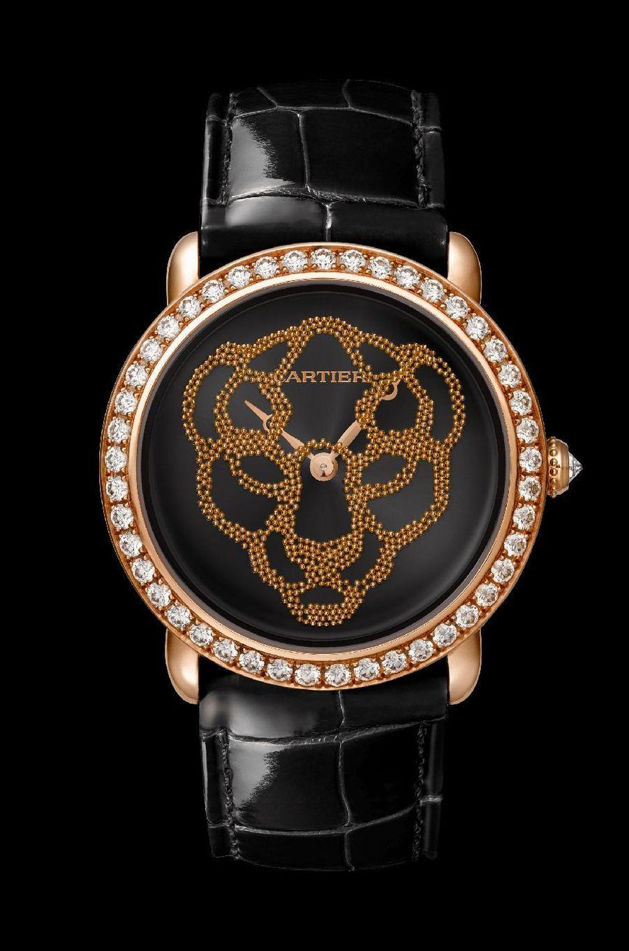 Révélation d'une Panthère en or rose, lunette sertie de diamants, 37 mm de diamètre, cadran représentant une panthère à l'aide de billes d'or qui forment progressivement le motif à la façon d'un sablier, mouvement à remontage manuel, bracelet en alligator. 108 000 €. Cartier.