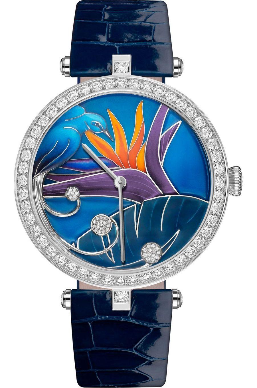Lady Arpels en or rose, lunette sertie de diamants, 38 mm de diamètre, cadran en émail cloisonné et diamants représentant un Oiseau de Paradis, mouvement automatique, bracelet en alligator. Prix sur demande. Van Cleef & Arpels.