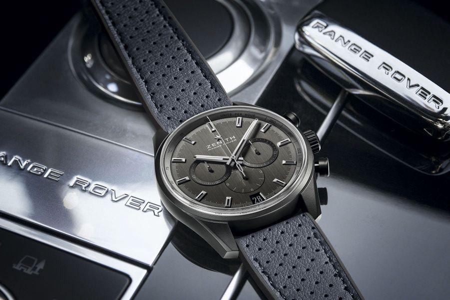Boîte en céramique et aluminium, 42 mm de diamètre, mouvement automatique avec chronographe et date par guichet, bracelet en cuir perforé. 8 900 €.