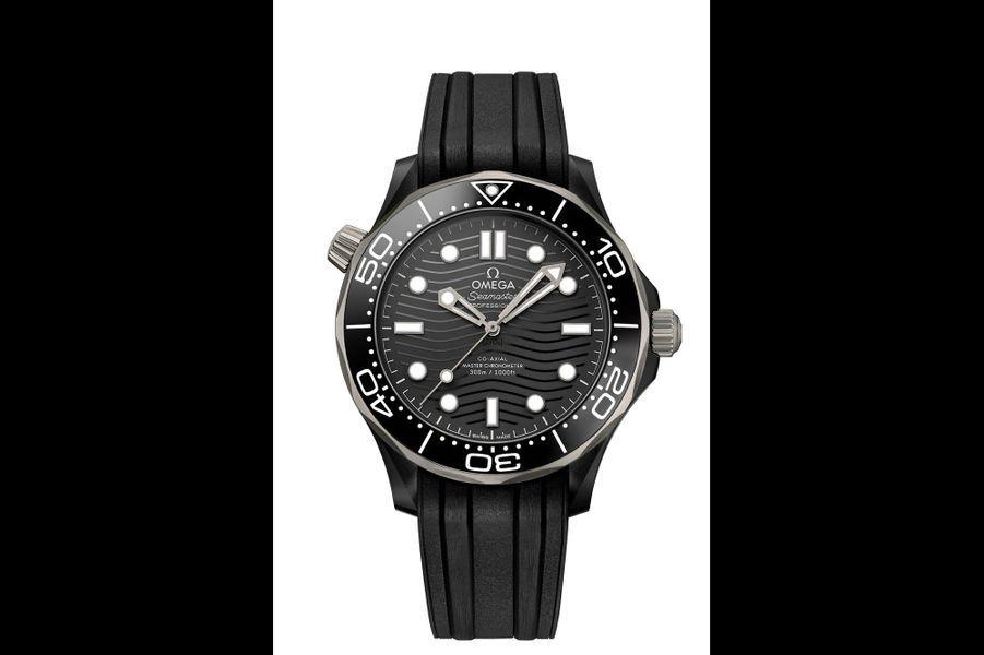 Seamaster Diver en céramique, 43, 5 mm de diamètre, étanche à 300 mètres, mouvement automatique, bracelet en caoutchouc.7 600 €. Omega.