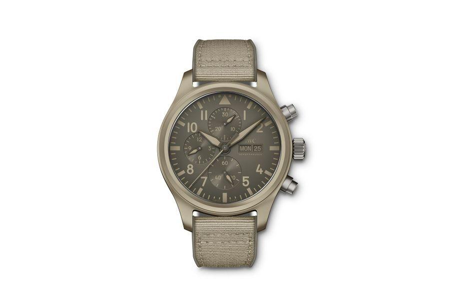 Chronographe Top Gun Mojave, boîte en céramique, 41 mm de diamètre, mouvement automatique, bracelet en toile. IWC, 8 250 €.