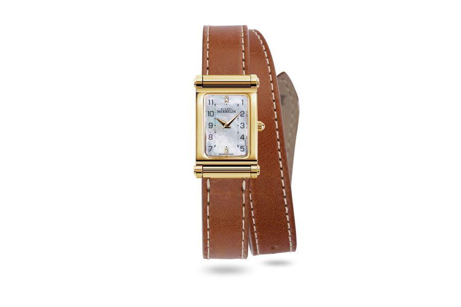Antarès en acier PVD or jaune, 19 x 32 mm, cadran en nacre, mouvement à quartz, bracelet interchangeable en cuir à double tour. 780 euros. Michel Herbelin.