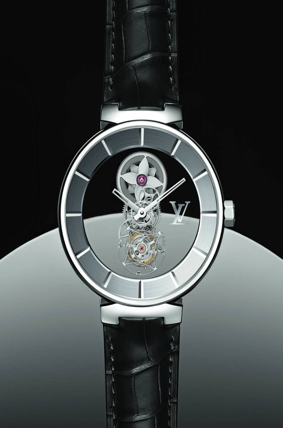 Tambour Moon en platine, mouvement mystérieux à remontage manuel avec tourbillon. Louis Vuitton, 260 000 euros