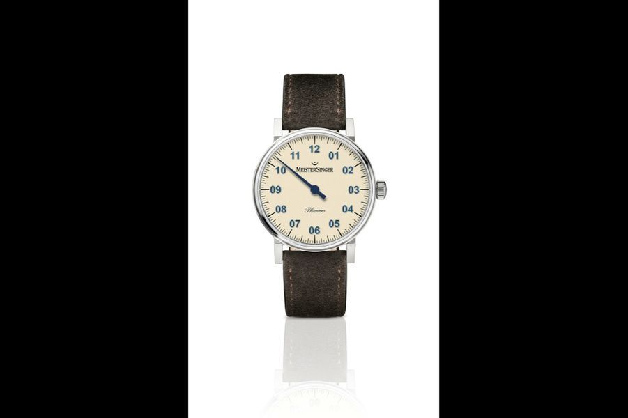 Phanero, 35 mm de diamètre, boîte en acier, bracelet en veau velours, mouvement à remontage manuel. 1 495 €. MeisterSinger.