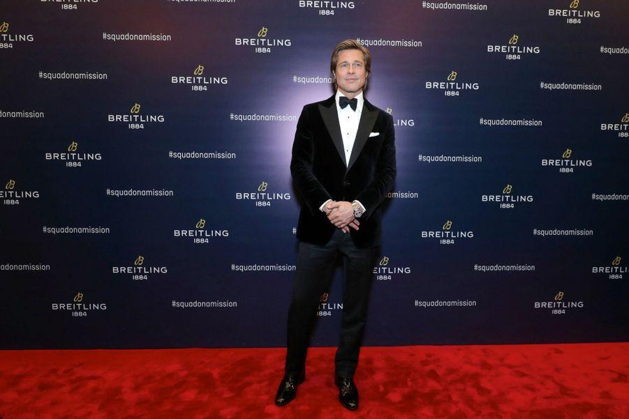 Brad Pitt porte le chronographe Premier B01 en acier, mouvement automatique. Breitling: 5900 €.