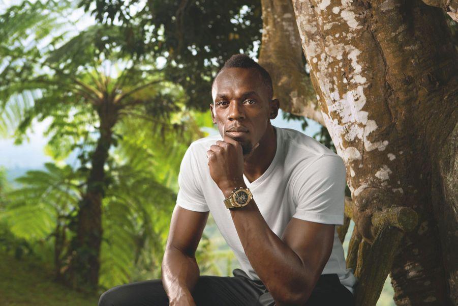 Usain Bolt porte le chronographe Bing Bang Unico en ou jaune, mouvement automatique, bracelet en caoutchouc et cuir. Hublot. 41400 €.