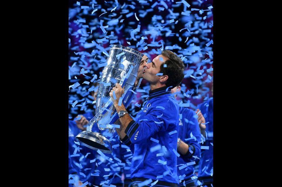 Roger Federer porte le chronographe Daytonaen or gris, mouvement automatique. Rolex. 34 300 €.