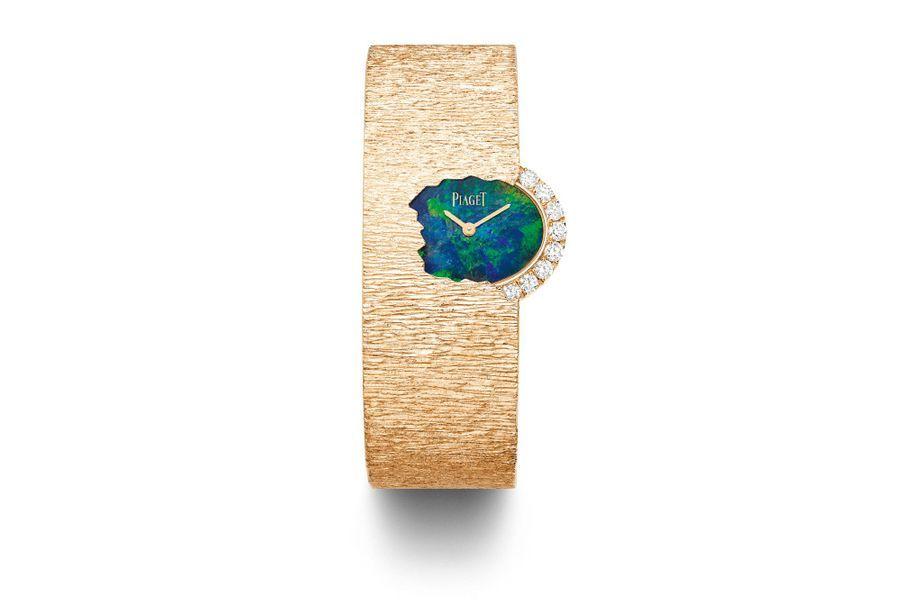 Secret Water en or rose et diamants, cadran en opale noire, bracelet en or gravé Décor Palace. Piaget.