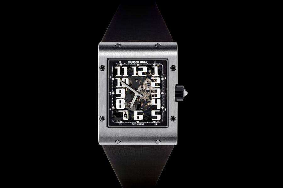 RM 016, boîte en titane, 50 mm x 38 mm, bracelet en caoutchouc, mouvement squelette automatique. Richard Mille. 82 000 €.