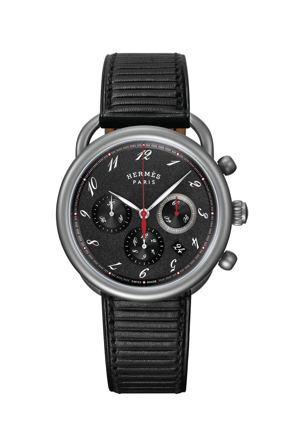 Chronographe Arceau en titane, 41 mm de diamètre, mouvement automatique, bracelet en veau embossé. 4 300 €. Hermès.