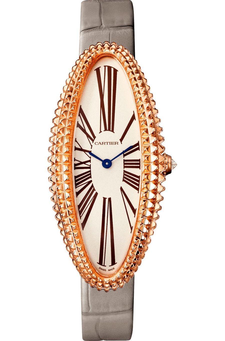 Baignoire allongée en or rose, cadran opalin, mouvement à remontage manuel, bracelet en alligator. Carier. 26 400 €.