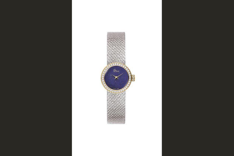 La Mini D de Dior Satine en acier et or jaune, lunette sertie de diamants, 19 mm de diamètre, cadran en lapis-lazuli, mouvement à quartz, bracelet en acier. Dior Horlogerie. 7000 €.