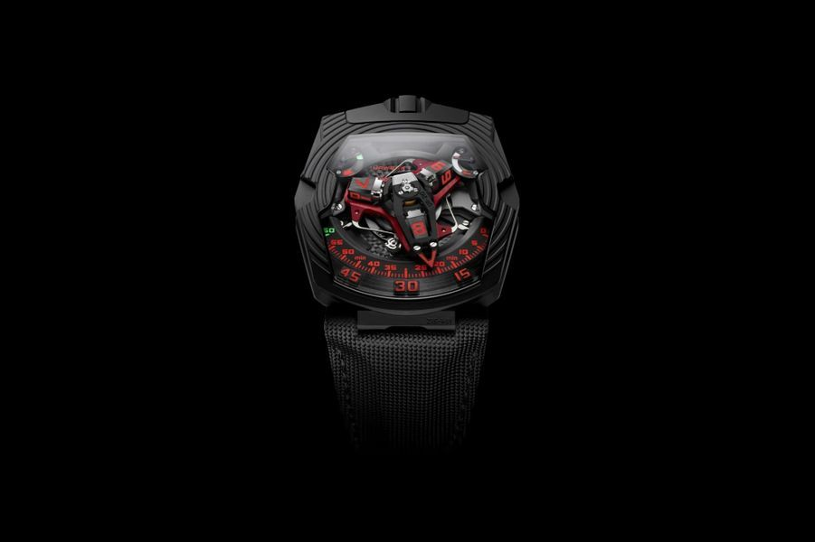 UR-210 en platine et titane DLC noir, 43, 8 x 53, 6 mm, mouvement automatique, bracelet en toile technique. Série limitée à 25 exemplaires. 159 000 €. Urwerk.
