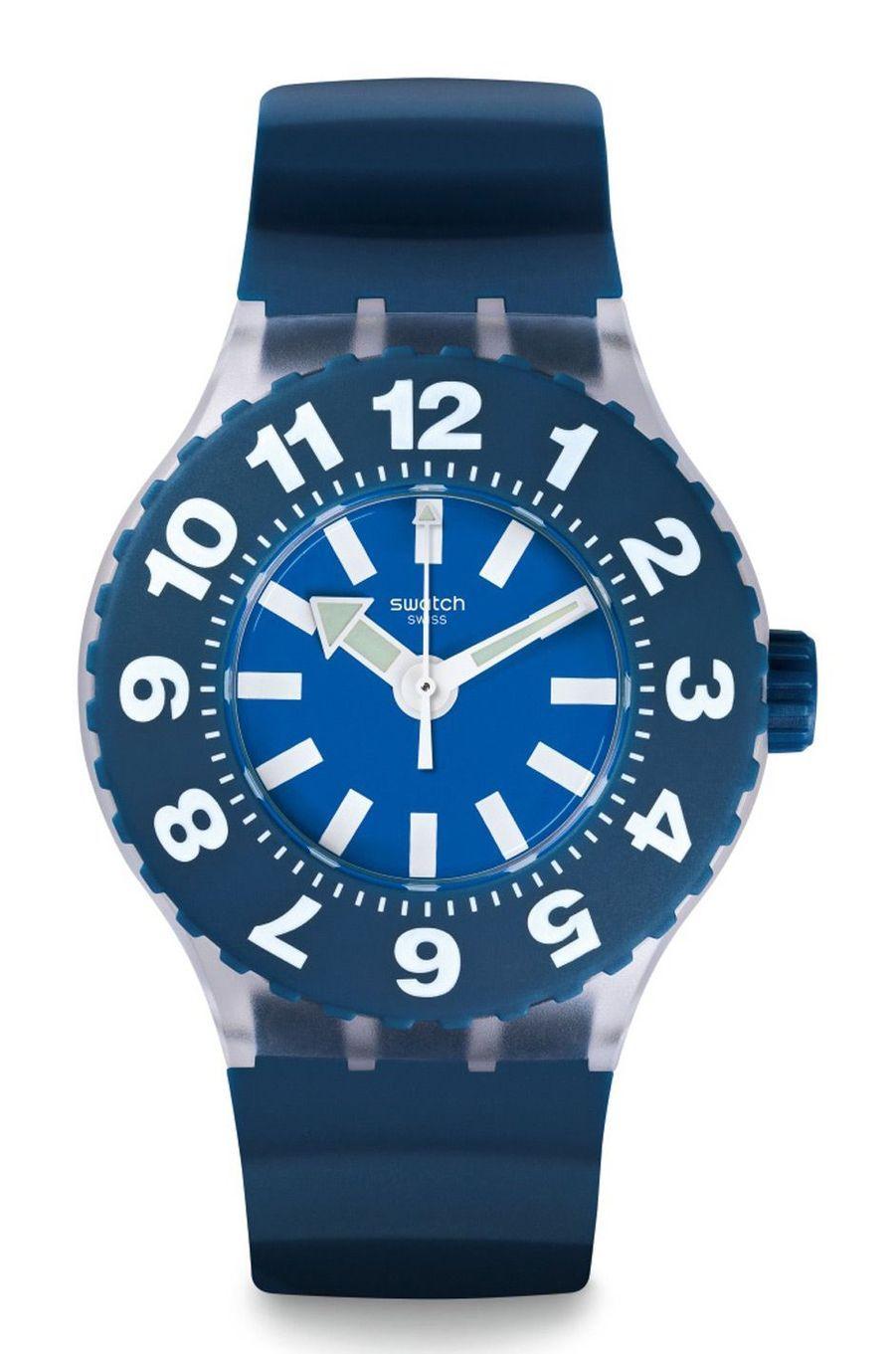 Die Blaue en plastique, 44 mm, mouvement à quartz, bracelet en silicone. Swatch. 88 €.
