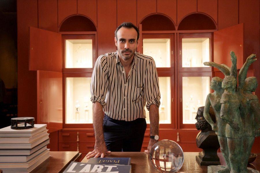 FabrizioCasiraghi : àtravers son interprétation du bureau idéal de Yves Piaget, il rend hommage au savoir-faire horloger de la maison.