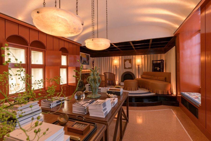 L'architecte d'intérieur a imaginé le bureau idéal de Yves Piaget, fondateur emblématique dePiaget, et l'a décoré des pièces majeures créées depuis ses débuts par la maison afin de rendre hommage à son extraordinaire patrimoine.