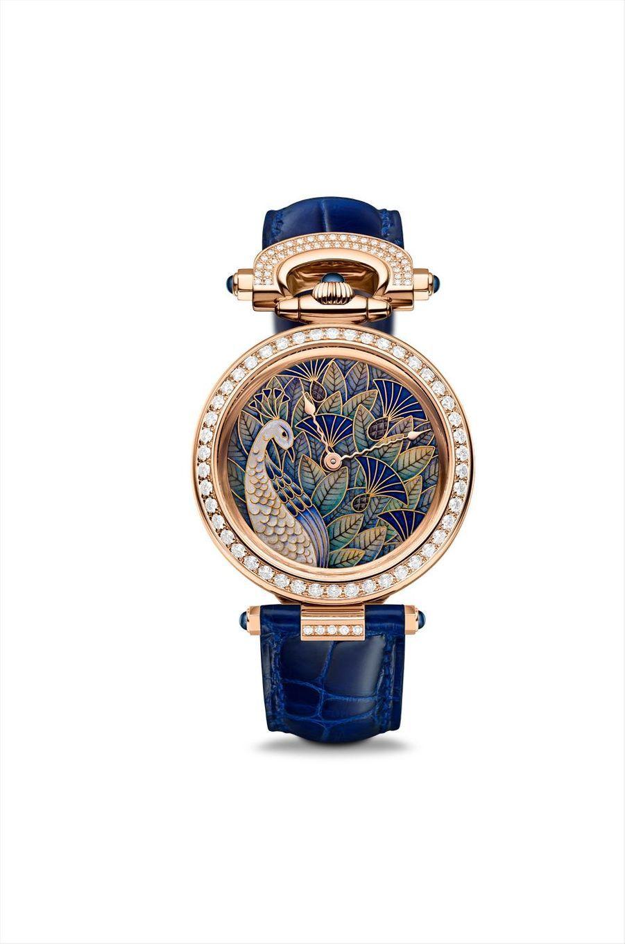 Amadéo Fleurier Blue Peacock en or rose, lunettes et attaches serties de diamants, mouvement automatique, bracelet en alligator, cadran réalisé en émail cloisonné. Bovet. 143 000 €. Pièce Unique.