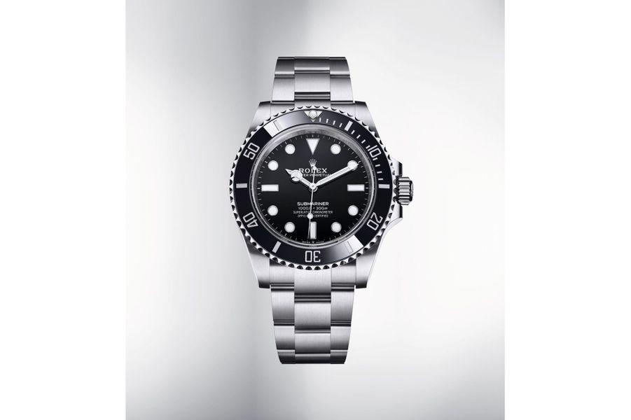 Oyster Perpetual Submariner en acier, cadran noir, lunette en céramique noire, bracelet en acier, étanche jusqu'à 300 mètres, mouvement automatique, calibre 3230. Garantie internationale de 5 ans.7650 €.