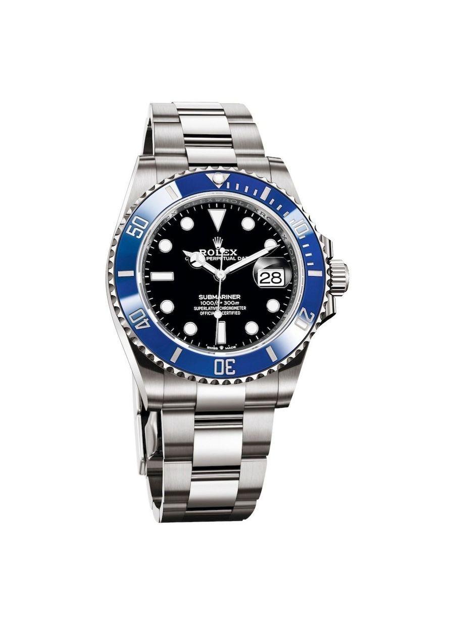 Oyster Perpetual Submariner Date en or gris, cadran noir, lunette en céramique bleue, bracelet en or gris, étanche jusqu'à 300 mètres, mouvement automatique, calibre 3235. Garantie internationale de 5 ans.37400 €.