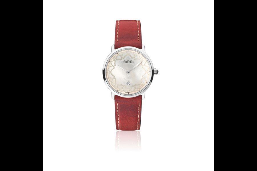 Love in the City en acier, cadran en nacre, 30, 5 mm de diamètre, mouvement à quartz avec date par guichet, bracelet en cuir. Michel Herbelin. 350 €.