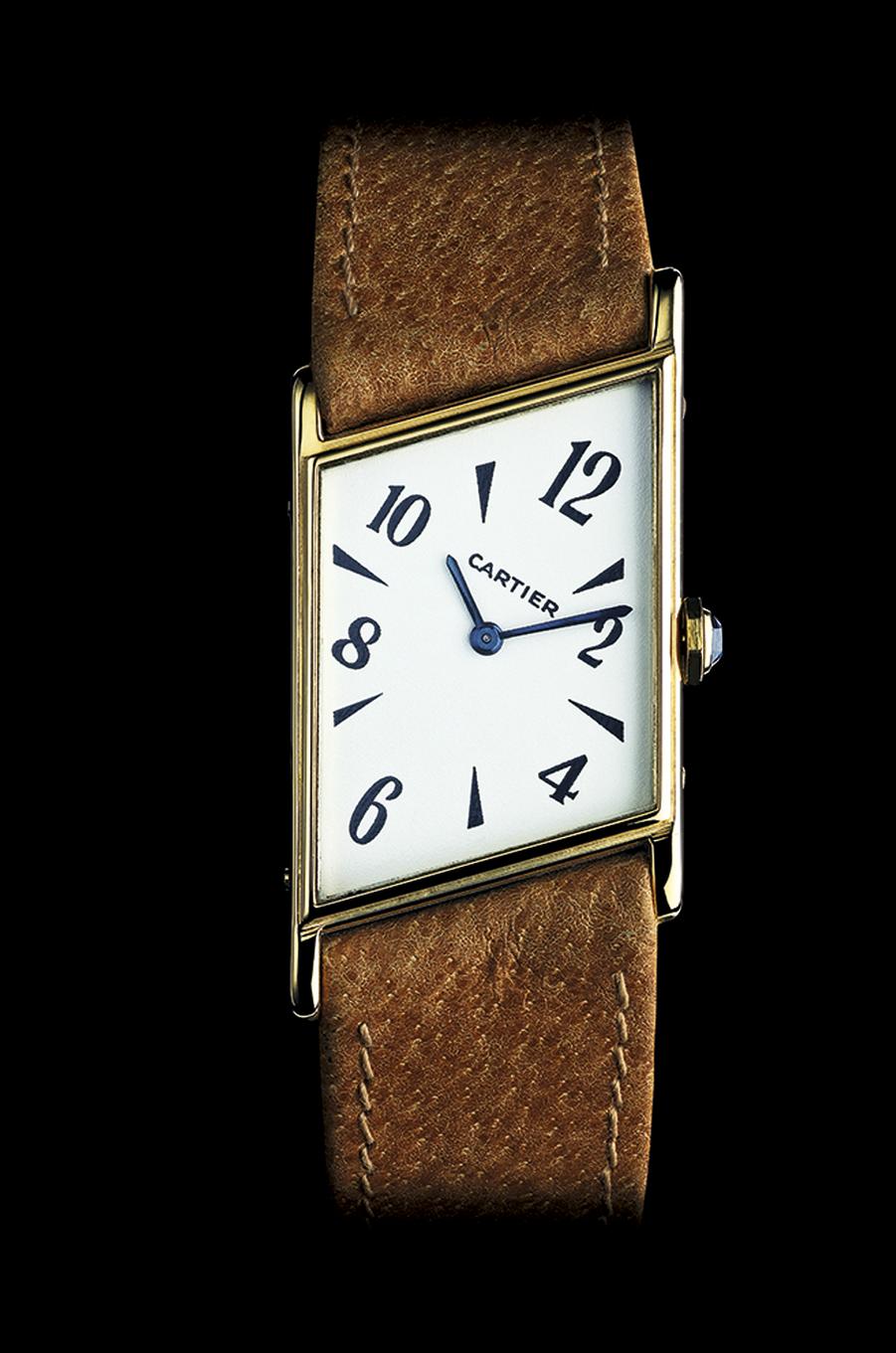 1936 L'asymétrique propose un boîtier en forme de losange.