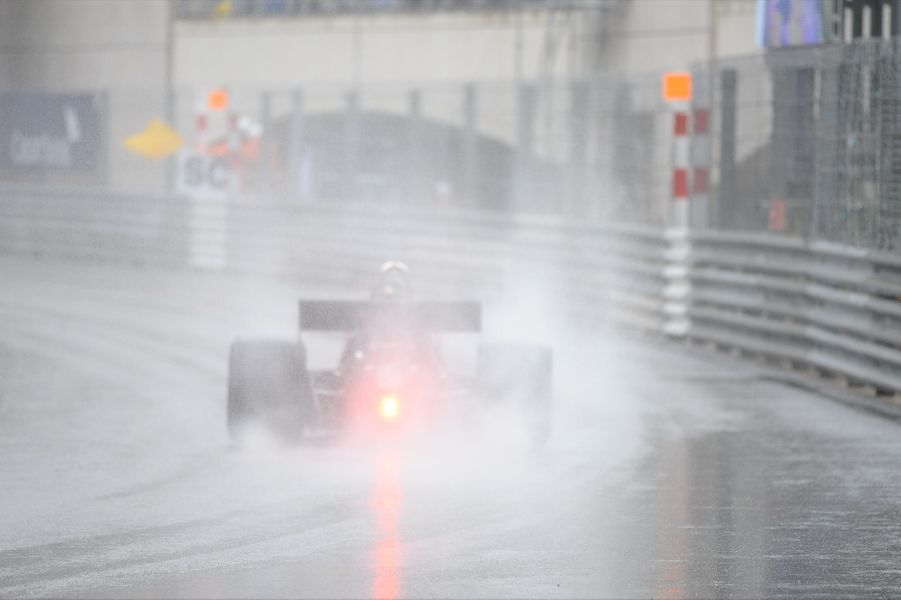 Le 13 mai dernier, sous une pluie battante, s'est déroulé le Grand Prix de Monaco Historique. Un évènement incontournable pour les passionnés de bolides de légende et autres gentlemen drivers, placé sous le signe de Tissot.