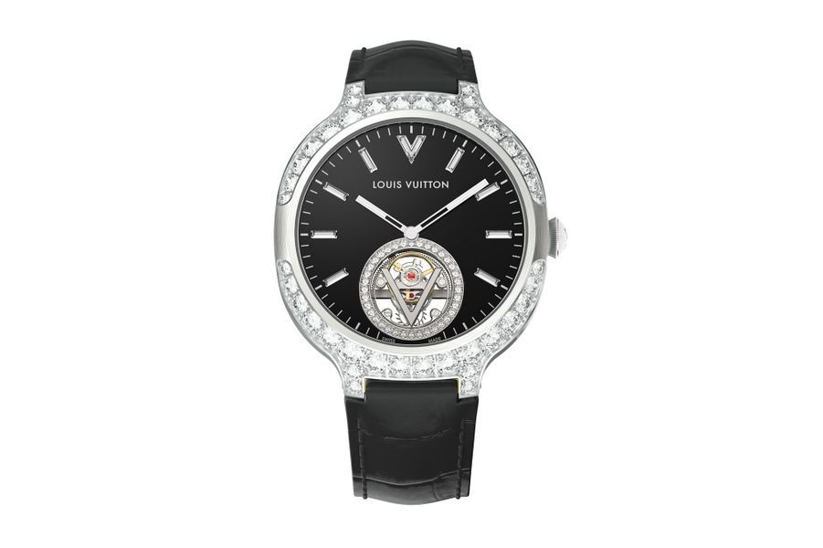 Voyager en or blanc, 41 mm de diamètre, lunette et anses serties de diamants, cadran en onyx à index diamants taille baguette, mouvement automatique, bracelet en alligator. Louis Vuiton.