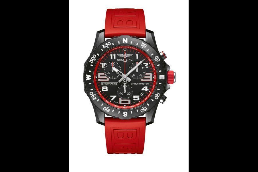 Endurance Pro en Breitlight, 44 mm de diamètre, cadran noir, mouvement chronographe SuperQuartz avec date par guichet, bracelet en caoutchouc. Breitling. 2 900 €.
