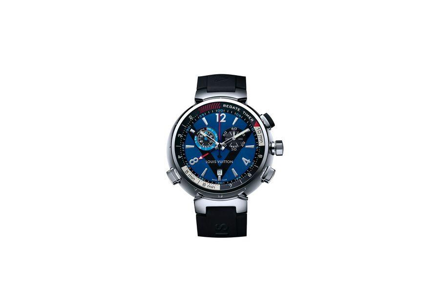 Tambour Régate Navy en acier, 44 mm de diamètre, mouvement chronographe à quartz avec fonctions compte à rebours avec indication sonore, réveil et date, bracelet interchangeable en caoutchouc. 4 120 euros. Louis Vuitton.
