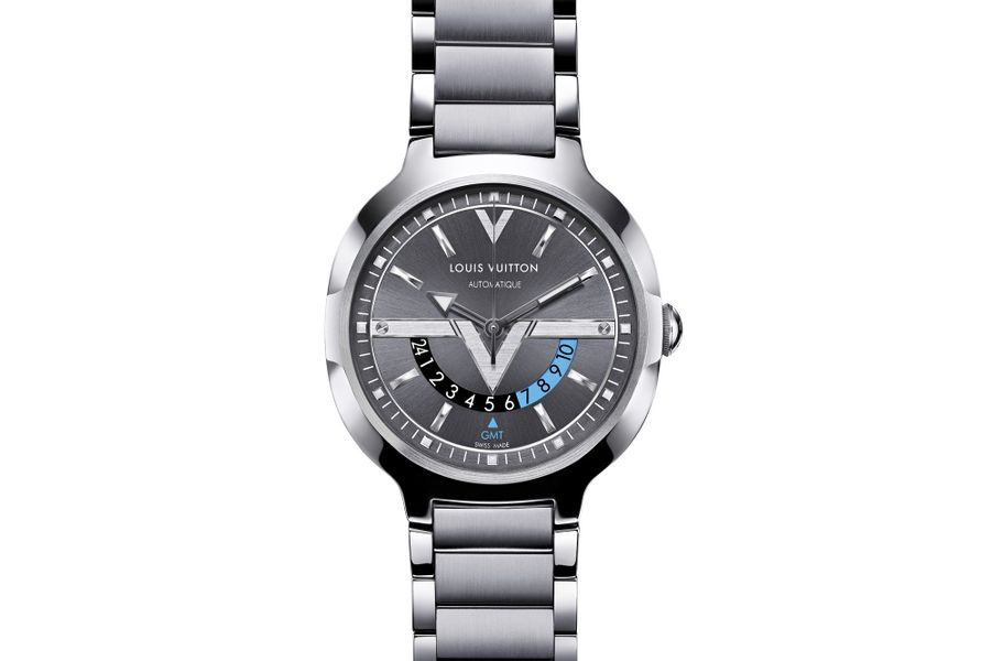 Voyager GMT en acier, 41, 5 mm de diamètre, mouvement automatique, bracelet en acier. Louis Vuitton. 4 600 €.
