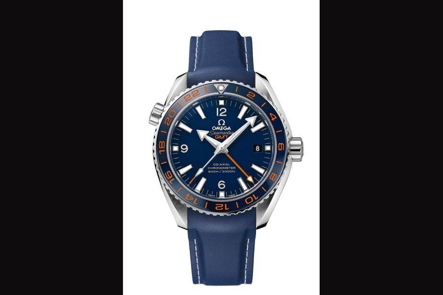 Seamaster Planet Ocean 600M GMT en acier, 43, 5 mm de diamètre, mouvement automatique, bracelet en caoutchouc. Omega. 6 700 €.