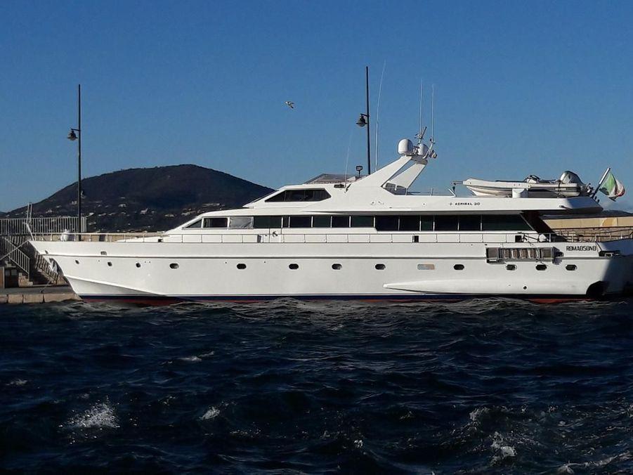 Yacht IPSUM, Saint-Tropez