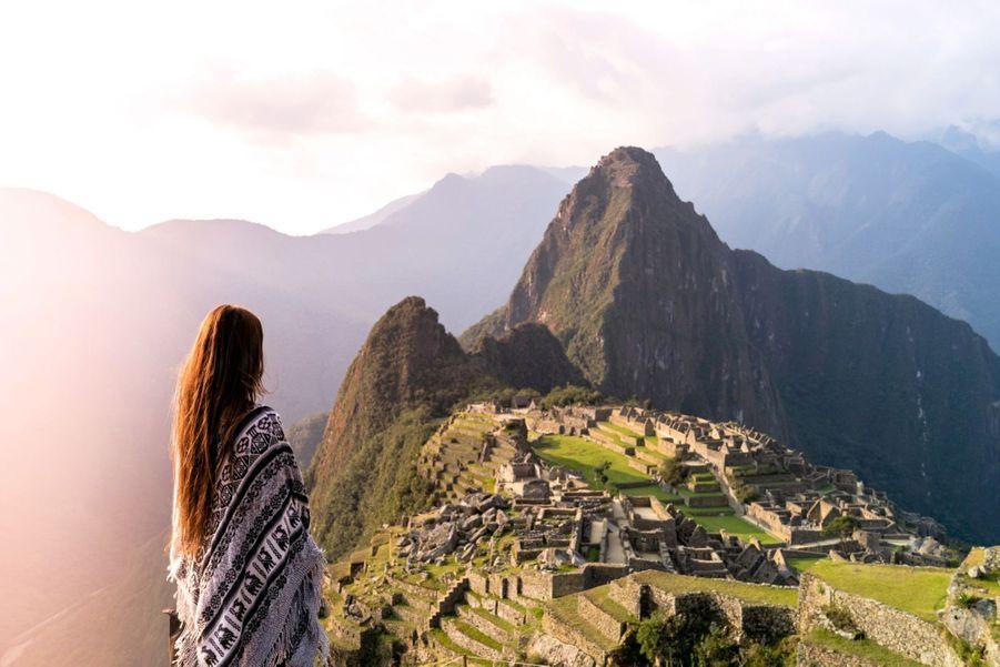 L'hôtel Belmond Sanctuary Lodge, au Pérou, est situé à l'entrée du Machu Picchu. Lieu idéal pour se déconnecter du monde moderne avec un rituel pachamama, qui rend grâce à la terre nourricière. Durant une heure, un chaman andin conduit une cérémonie en langue quechua, au cours de laquelle les hôtes peuvent remercier la terre de nous nourrir en déposant des offrandes. Prix : 250 € la séance, hôtel à partir de 490 € la nuit.