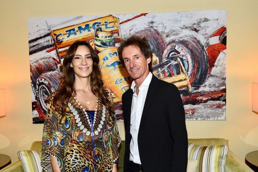 Bianca Senna, la nièce d'Ayrton Senna, et l'artisteArmin Flossdorf.