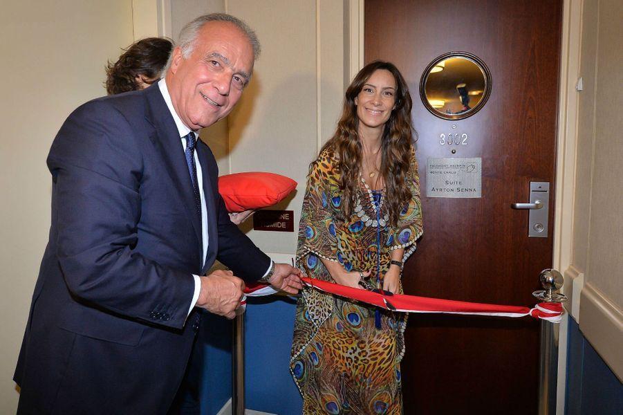 XavierF.Rugeroni, directeur du Fairmont Monte Carlo, et Bianca Senna, la nièce d'Ayrton Senna, inaugurent la Suite.