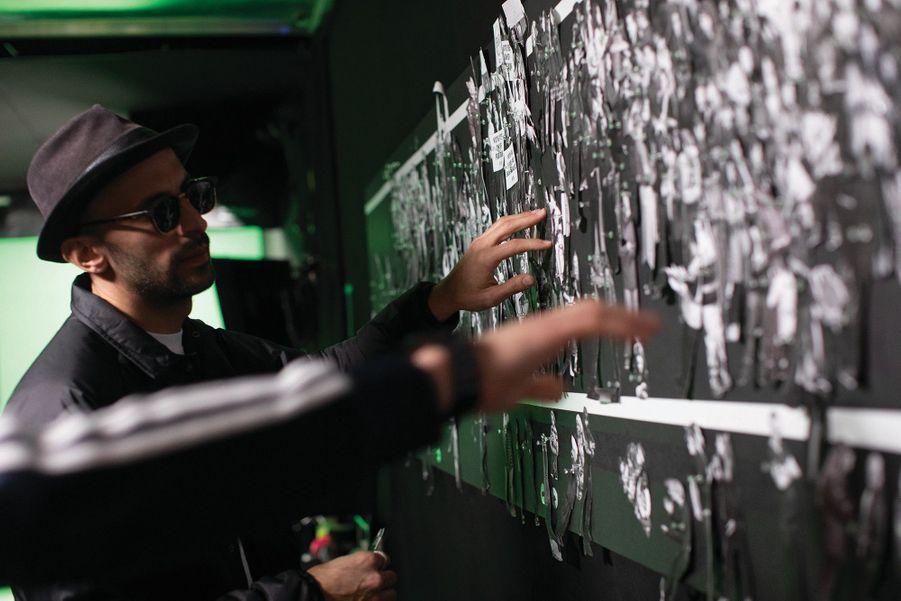 JR devant sa fresque.