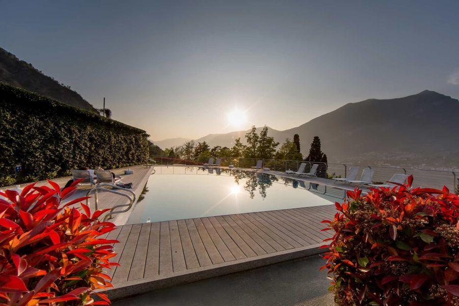 Farniente au bord de la piscine de l'hôtel Borgo Le Terrazze, à Bellagio.