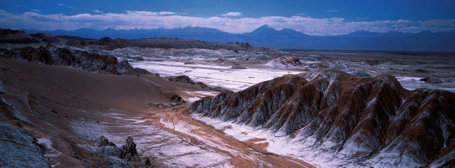 Les paysages lunaires de la vallée de la… Luna, près d'Antofagasta, avec ces dépôts de sel. Ci-dessous, en prime, la table chilienne est réputée !