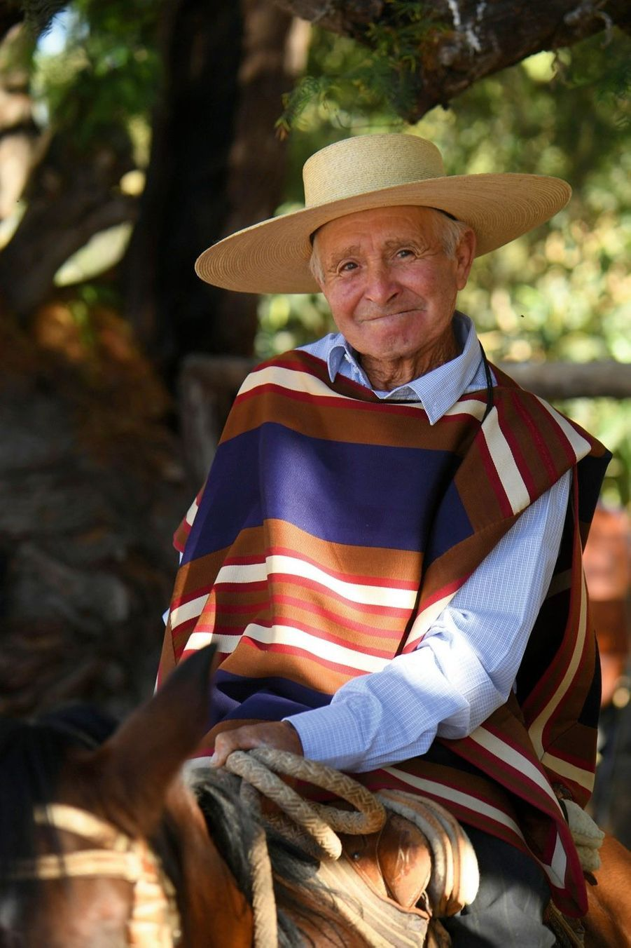 A 79 ans, Hector emmène en promenade à cheval les touristes qui séjournent à l'hacienda Malpaso, située dans la vallée du Limari.