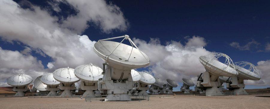 Les antennes de l'Alma et leurs 12mètres de diamètre.